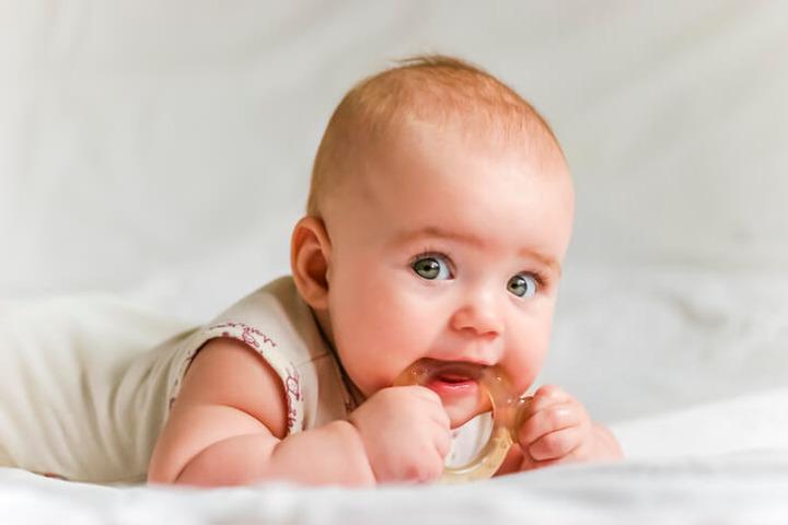 Cosa far mangiare ai bambini durante la dentizione?