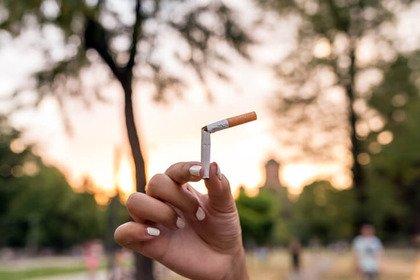 Fumo: perché smettere se poi si muore quasi sempre da «vecchi»?