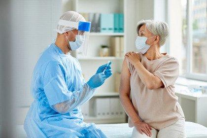 Covid-19: perché quasi 1 italiano su 2 non intende vaccinarsi?