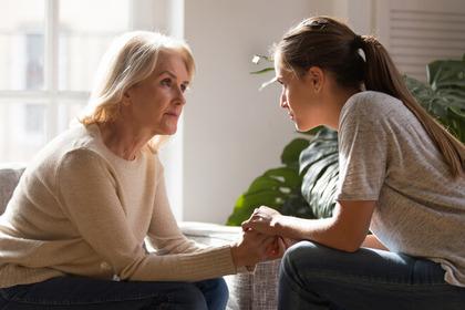 «Ho scoperto di avere un cancro: come dirlo ai genitori anziani?»