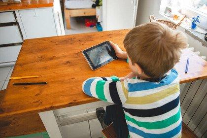 Multitasking o distratti? Lo sviluppo dei bambini e il touchscreen
