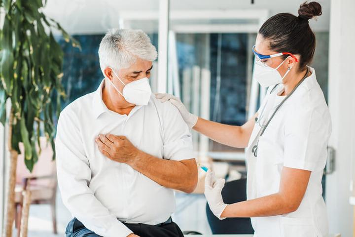 Covid-19: dopo il vaccino ci si può ancora infettare?