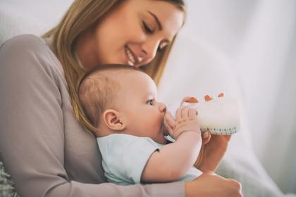 Il latte artificiale può provocare allergie o carenze nutritive?