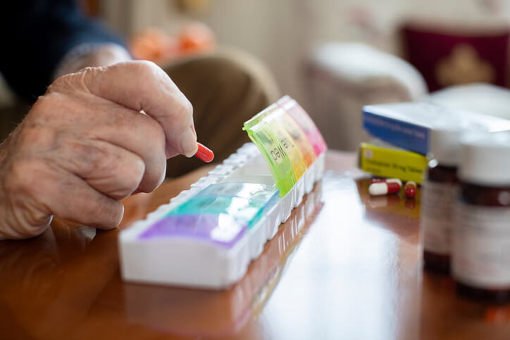 Anziani: troppi farmaci possono aumentare le cadute