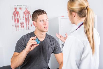 Lavorare di notte aumenta il rischio di ammalarsi di asma