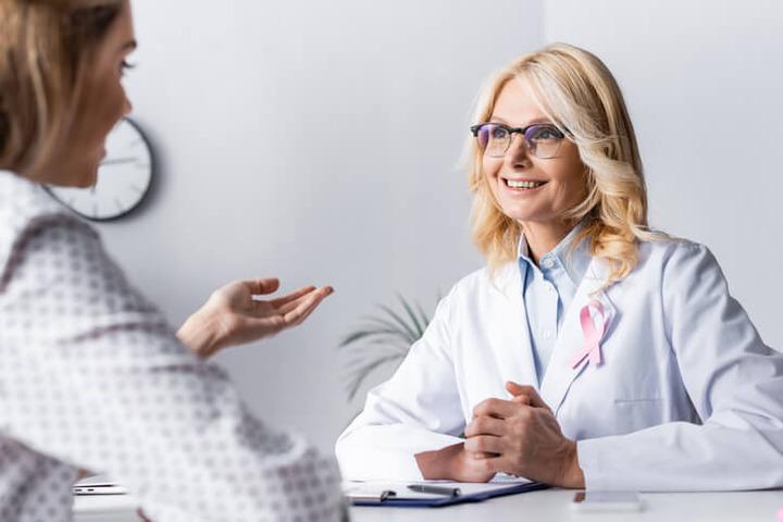Tumore al seno: inibitori delle aromatasi, sì o no ai farmaci generici?