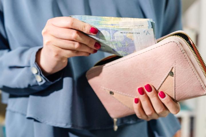 Covid-19 e contanti: improbabile che il virus si trasmetta coi soldi