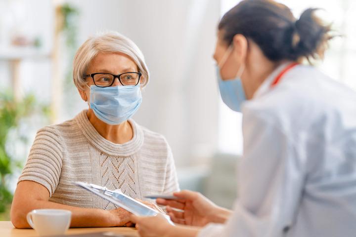Tumore al seno: prolungare la terapia con inibitori dell'aromatasi riduce le recidive