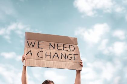 """""""Fatti loro"""": la crisi climatica la pagheranno i ragazzi"""