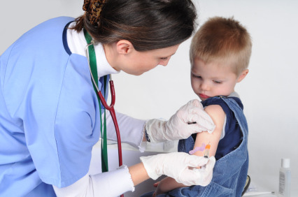 Vaccini nell'infanzia: genitori ancora diffidenti