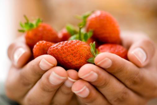 Le buone fragole fan bene a linea e cuore