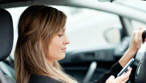 Anche col viva voce il cellulare danneggia la guida