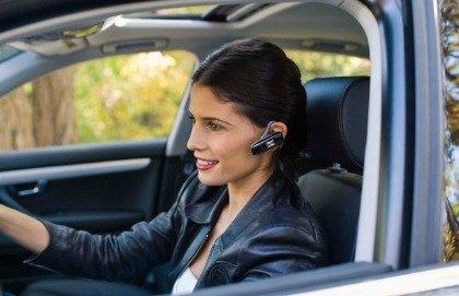 Cellulari con auricolare? In auto è un pericolo