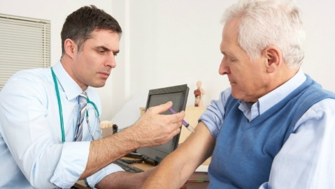 Antinfluenzale, i geriatri: «Continuare le vaccinazioni»