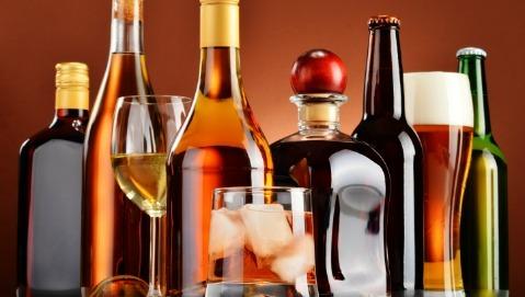 Alcol, otto milioni di italiani ne bevono troppo