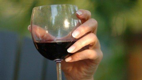 Vino: non superare i 3 bicchieri al giorno