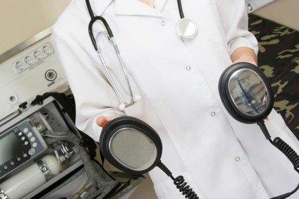 Un defibrillatore in ogni ambulatorio e in ogni palestra