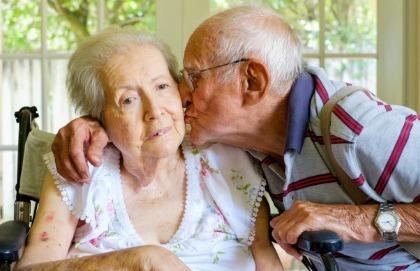 I campanelli d'allarme che anticipano l'Alzheimer