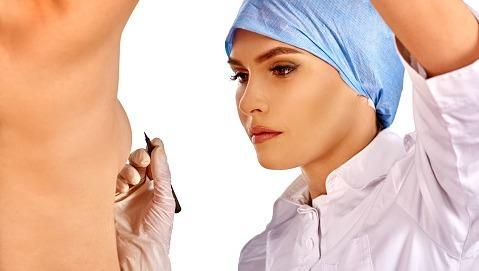 Le protesi al seno aumentano il rischio di ammalarsi?