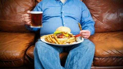 Basta pubblicità al cibo che ci rende più grassi