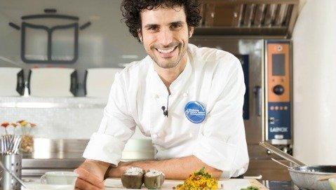 La ricetta di Marco Bianchi: crostini all'hummus, caprino e cannellini