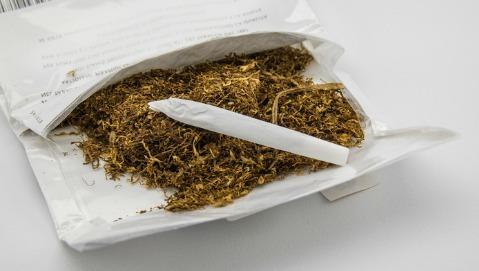 """La sigaretta """"fai da te"""" è meno dannosa?"""