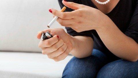 «Fumo una sigaretta, così mi rilasso»? E' falso e la scienza lo dimostra