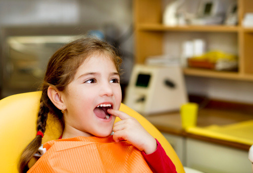 I denti da latte vanno curati?