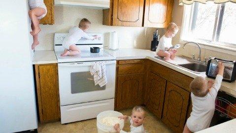 Un vademecum contro gli incidenti domestici nei piccoli