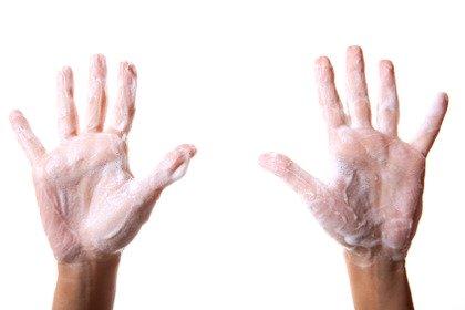 Mani poco pulite per medici ed infermieri