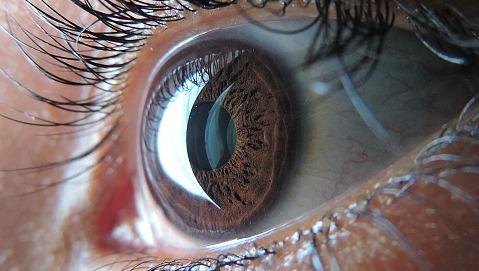 La retinopatia si evita riducendo gli zuccheri a tavola
