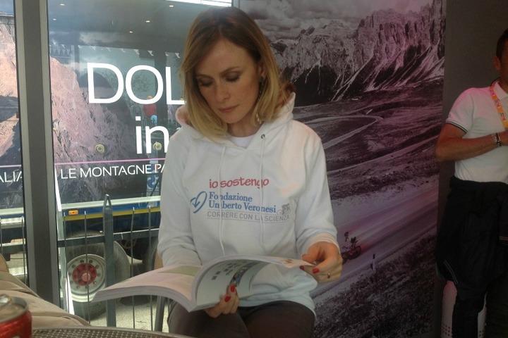 Testimonial Giro d'Italia 2012 Fare prevenzione: parola della nostra testimonial Serena Autieri