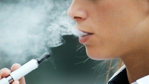 Le sigarette elettroniche meno dannose di quelle tradizionali
