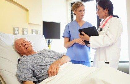 """Tumori, negli ospedali ci si """"dimentica"""" degli anziani"""