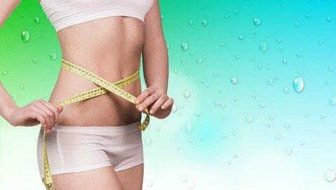 Bere acqua prima dei pasti aiuta a perdere peso