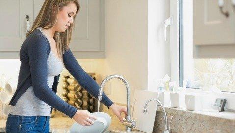 Anche il modo in cui laviamo in piatti può aumentare il rischio allergia