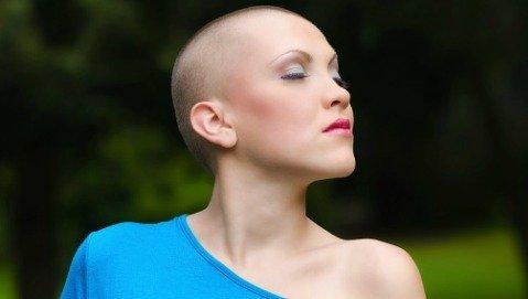 Come funziona il casco che evita la caduta dei capelli?