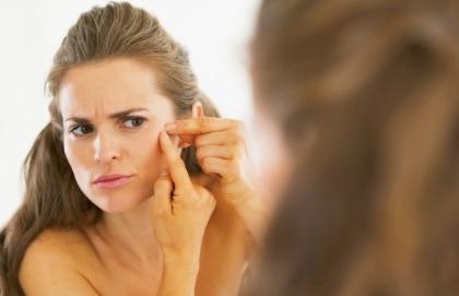 Per combattere l'acne meglio evitare latticini, zuccheri e grassi saturi