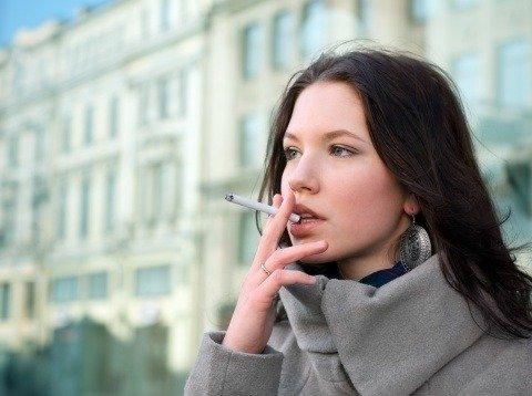 Donne e fumo: quando smettere fa bene anche alle ossa