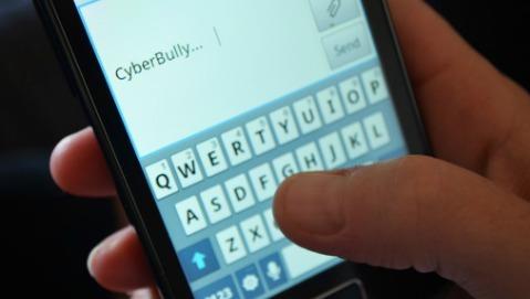 Cyberbullismo, vittima un adolescente su 3