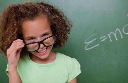 Disturbi della vista: meglio usare gli occhiali o le lenti a contatto?