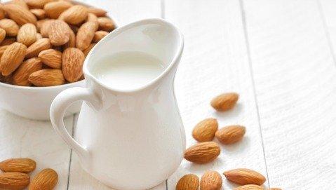 Marco Bianchi consiglia: latte di mandorle