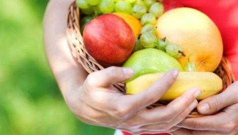 Frutta: meglio mangiarla con la buccia o senza?