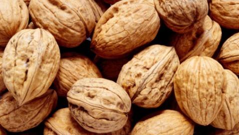 Noci e arachidi proteggono il cuore