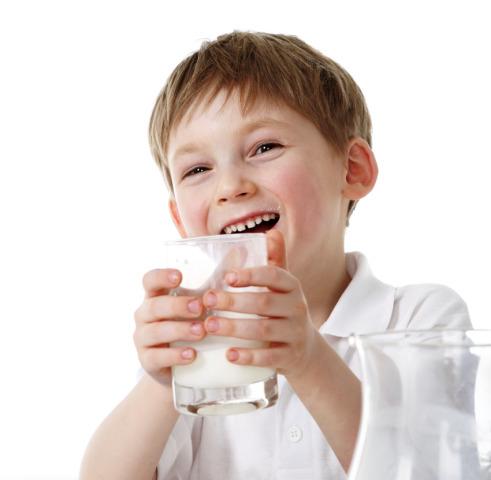 Quanto latte? Mezzo litro al giorno fino ai 5 anni