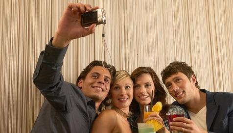 La dipendenza da alcol inizia sui social network