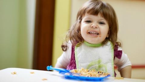 I bambini possono mangiare alimenti da adulti e a partire da quale età?