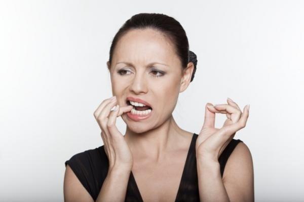 La fumatrice incallita ci rimette anche i denti
