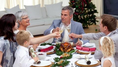 Natale a tavola: nessun divieto ma occhio alle porzioni